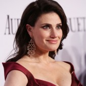 From 'If/Then' to 'Frozen' Stages: Idina Menzel Announces Upcoming Christmas LP 'Holiday Wishes'