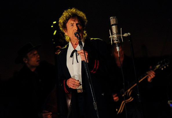 """Bob Dylan Performs """"The Night We Called It a Day"""" on Letterman Finale, Reflects Past Performances"""